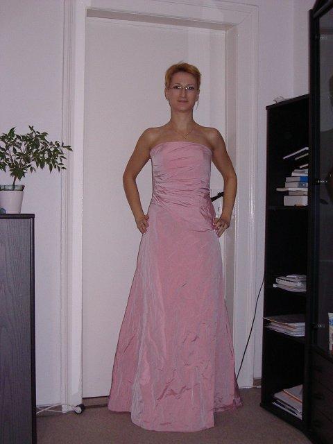 Lenka&Radko 13.máj 2006 - moje popolnocne saty (su z jedneho kusa,ale robia dojem ako keby to bol korzet a sukna)