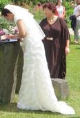 Romantické svatební šaty s krajkou na sukni, 40