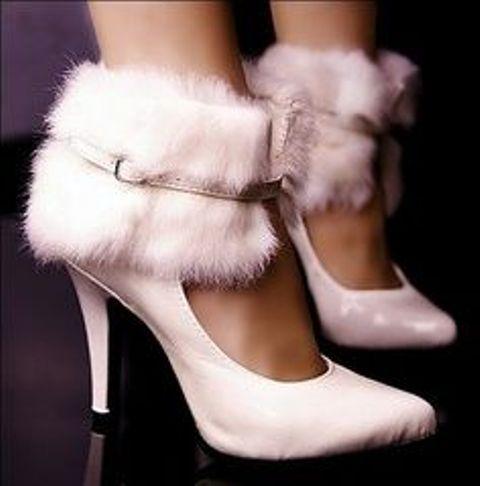 Služba VIP - topánky ako šperk - Svadba na snehu :-)