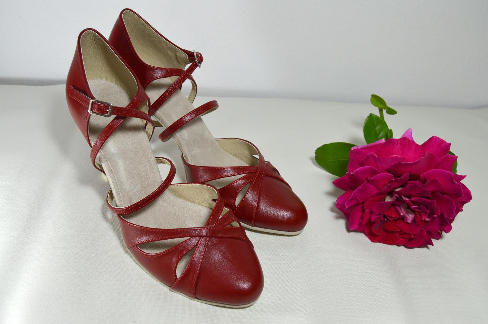 Svadobné topánky s úpravou na želanie - inšpirácie bordó, hnědá, čokoládová - Svadobné topánky bordó pravá koža model Natalie - úpravy (paty, materiál, farby, opatky, ...) podľa želania klientky