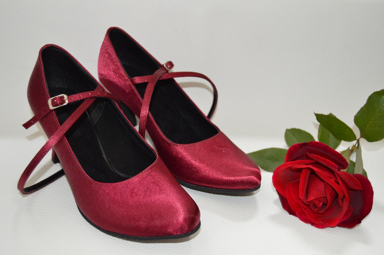 Svadobné topánky s úpravou na želanie - inšpirácie bordó, hnědá, čokoládová - Svadobné a spoločenské lodičky model Carla satén bordó - úpravy podľa želania klientky