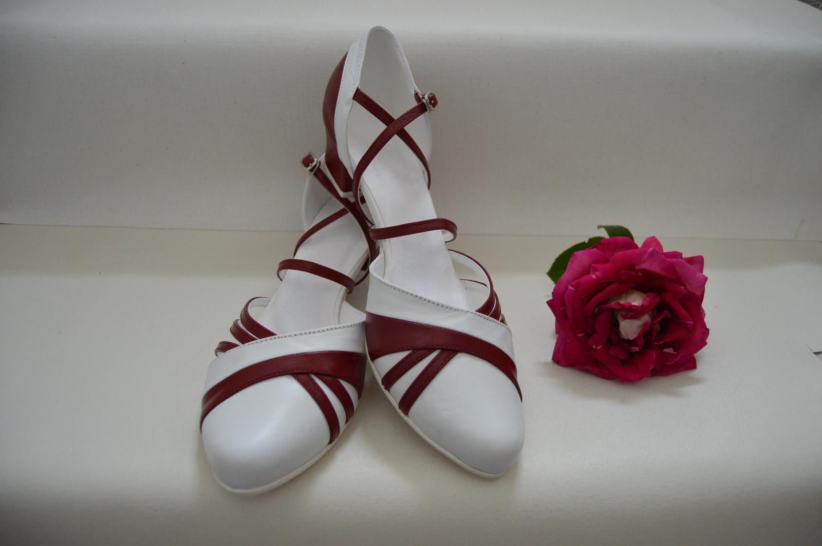 Svadobné topánky s úpravou na želanie - inšpirácie bordó, hnědá, čokoládová - Model Victoria v kombinácii pravej kože bordó a bielej - svadobná obuv v tanečnom štýle - úpravy podľa želania klientky