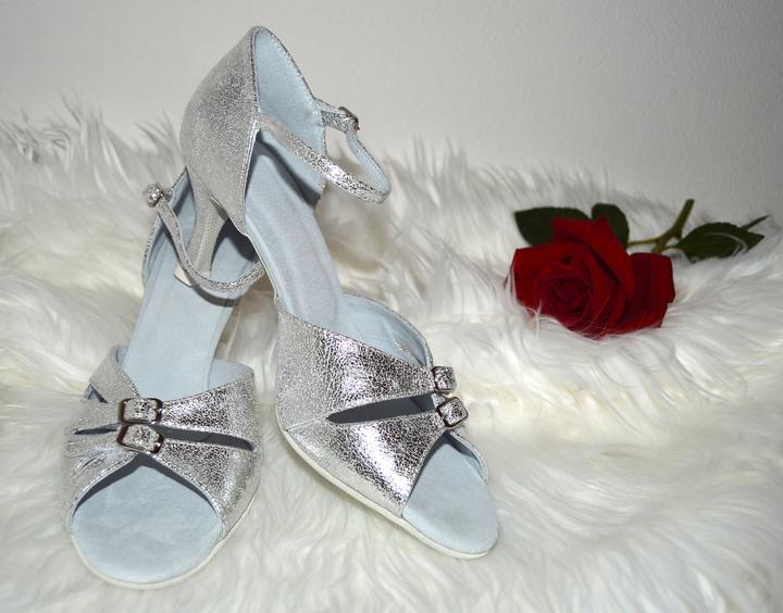 66138eb42e Svadobné topánky navrhni si ich - inšpirácie strieborná - Strieborné ...