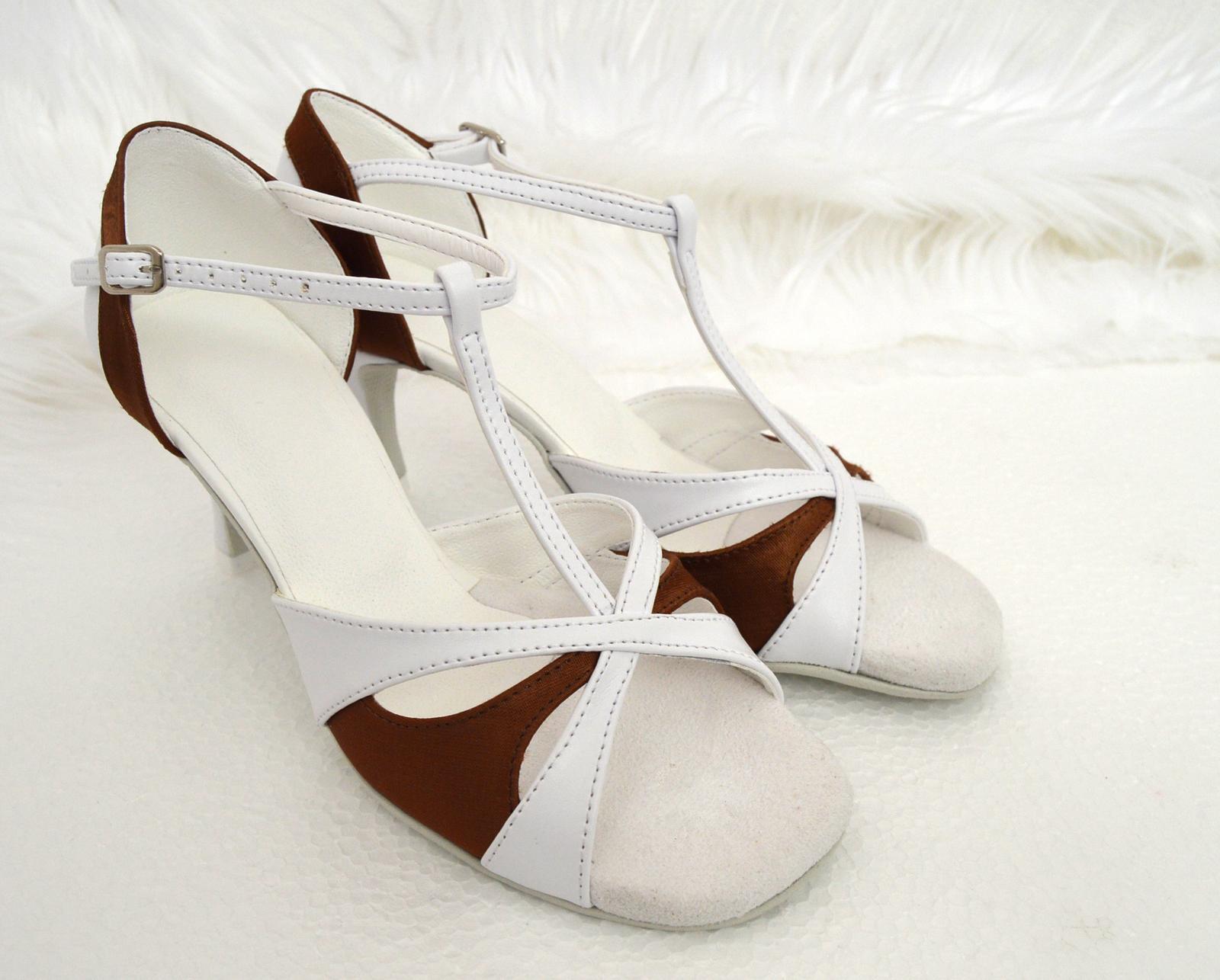 Svadobné topánky s úpravou na želanie - inšpirácie bordó, hnědá, čokoládová - Svadobné tanečné topánky model Veronique v kombinácii biely a čokoládový satén, úpravy podľa želania klientky