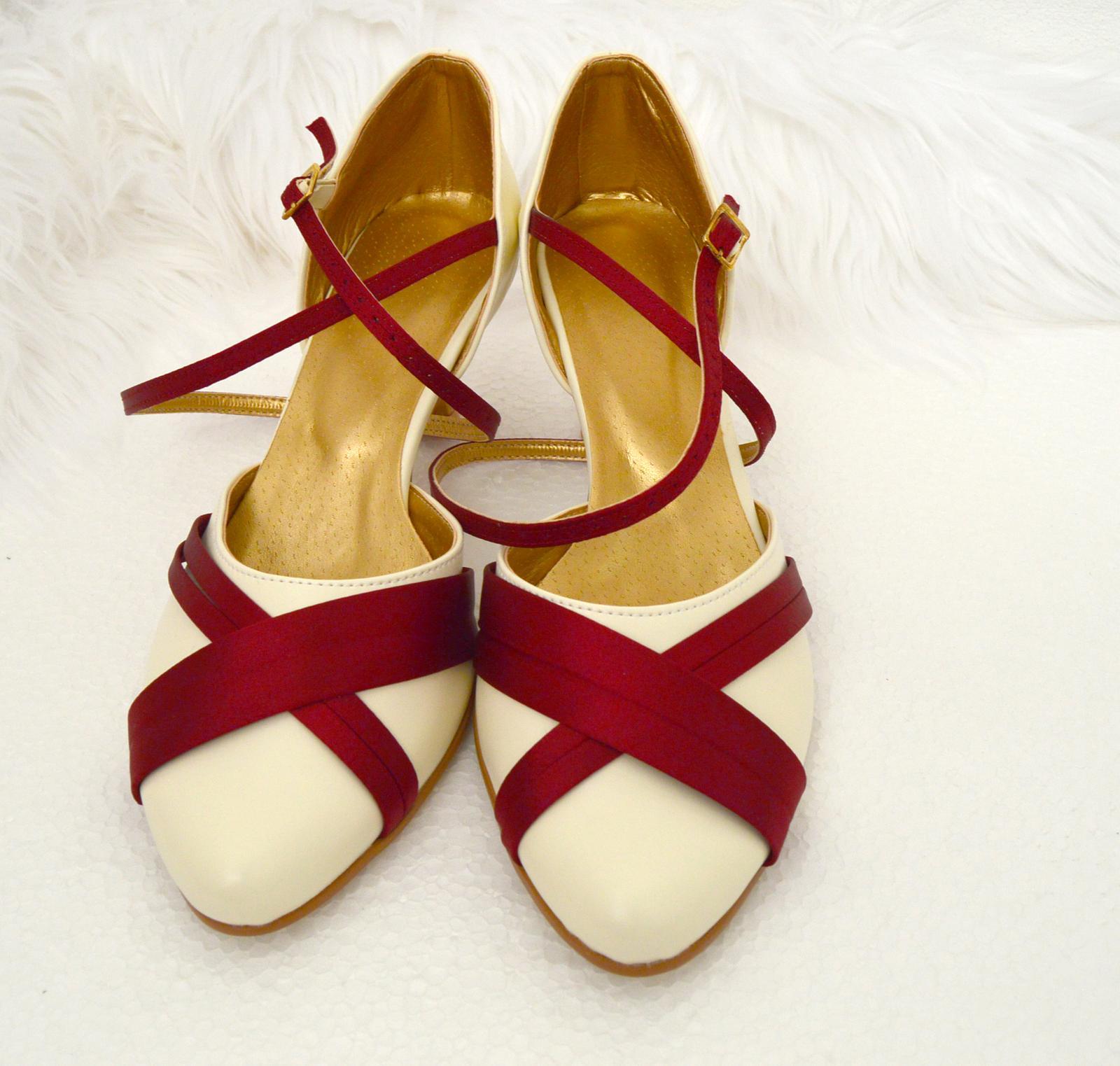 Svadobné topánky s úpravou na želanie - inšpirácie bordó, hnědá, čokoládová - Svadobné topánky kombinácia eko koža ivory + satén bordó, úpravy podľa želania klientky