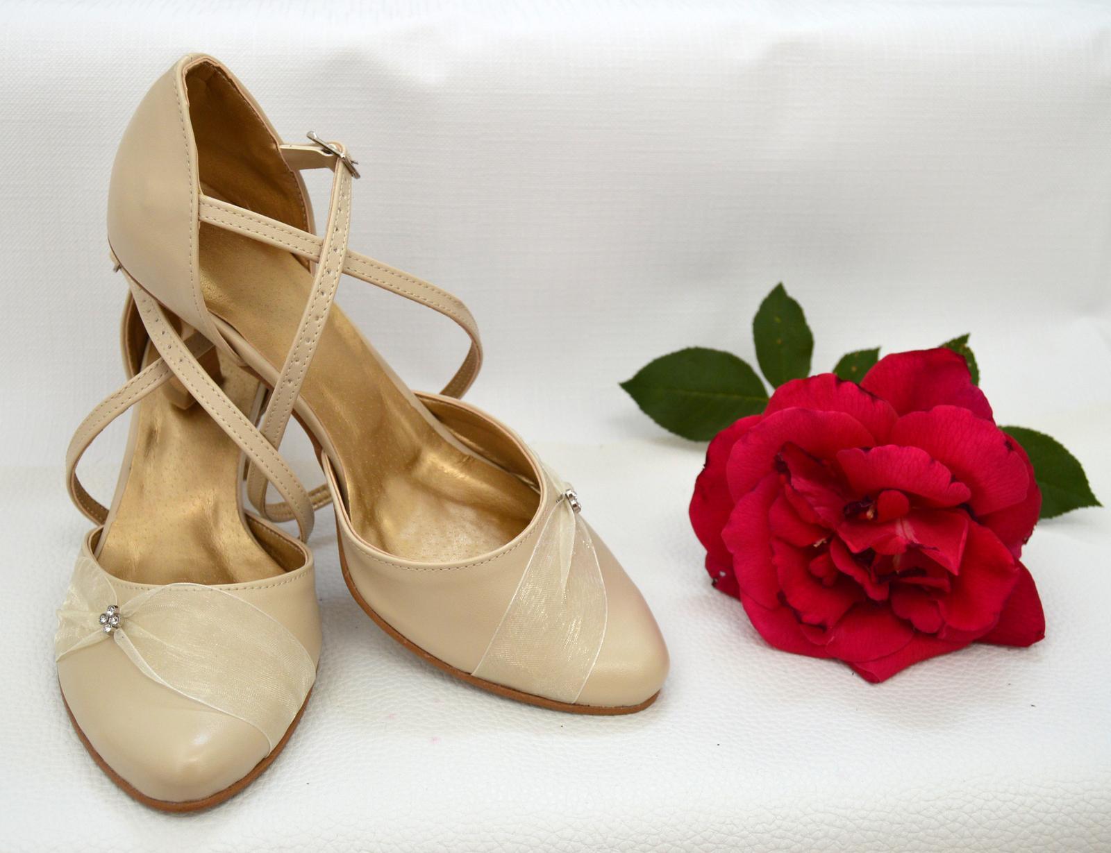 Svadobné topánky, inšpirácie z Vašich návrhov, farby biela, ivory, šampaň. - Svadobné topánky ecru - krémová, eko koža + zdobenie, úpravy podľa želania klientky