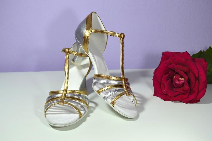 Svadobné topánky navrhni a uprav si ich podľa seba - inšpirácie zlatá - Svadobné sandálky v eko koži kombinácia strieborná + zlatá, t-styl model Jeniffer, úpravy podľa želania klientky