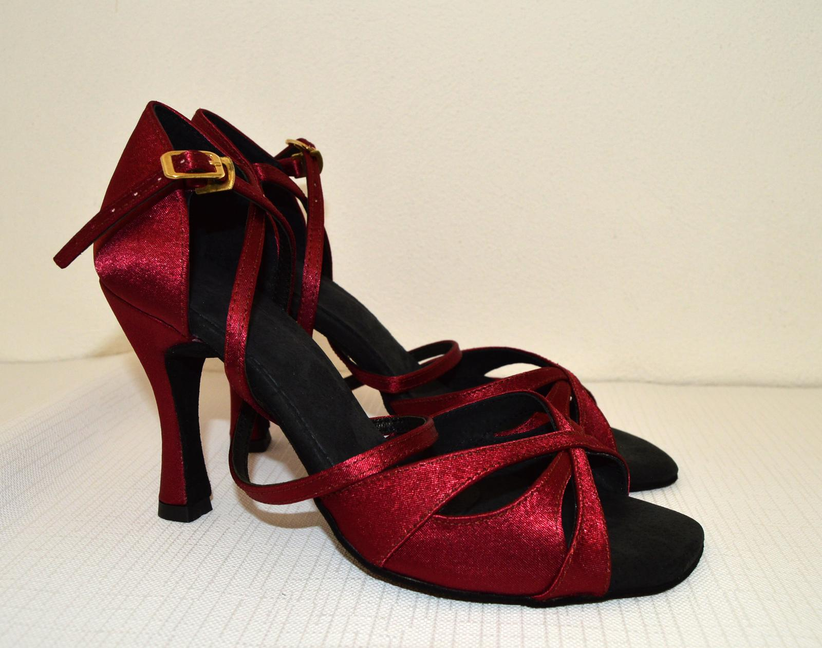 Svadobné topánky s úpravou na želanie - inšpirácie bordó, hnědá, čokoládová - Svadobná - popolnočná obuv? spoločenské sandálky zhotovené v pohodlnom tanečnom štýle, model Vivien satén bordó - úpravy podľa želania klientky