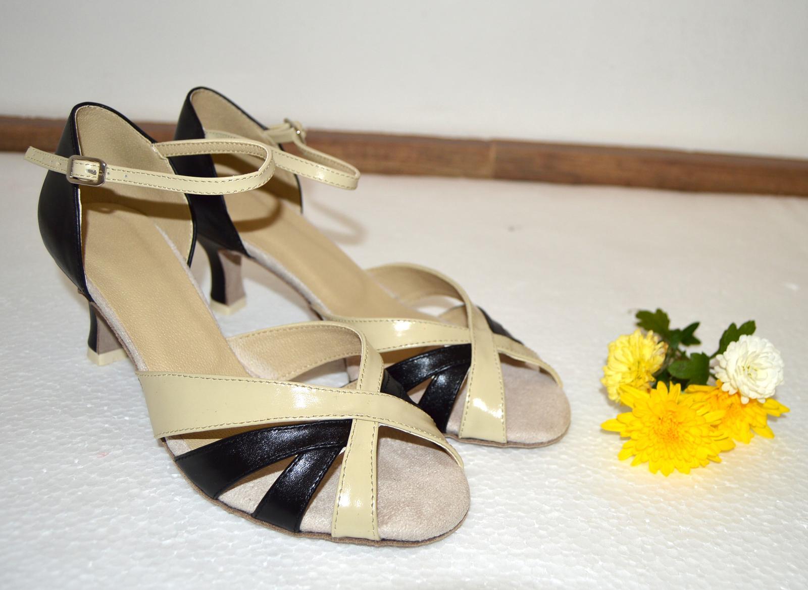 Svadobné topánky, inšpirácie z Vašich návrhov, farby biela, ivory, šampaň. - Topánky pre svadobnú maminu - kombinácia pravej kože čiernej a ecru (šampaň) - úpravy podľa želania klientky