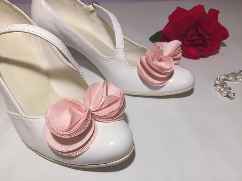 Kvety na svadobných topánkách... - Obrázok č. 2