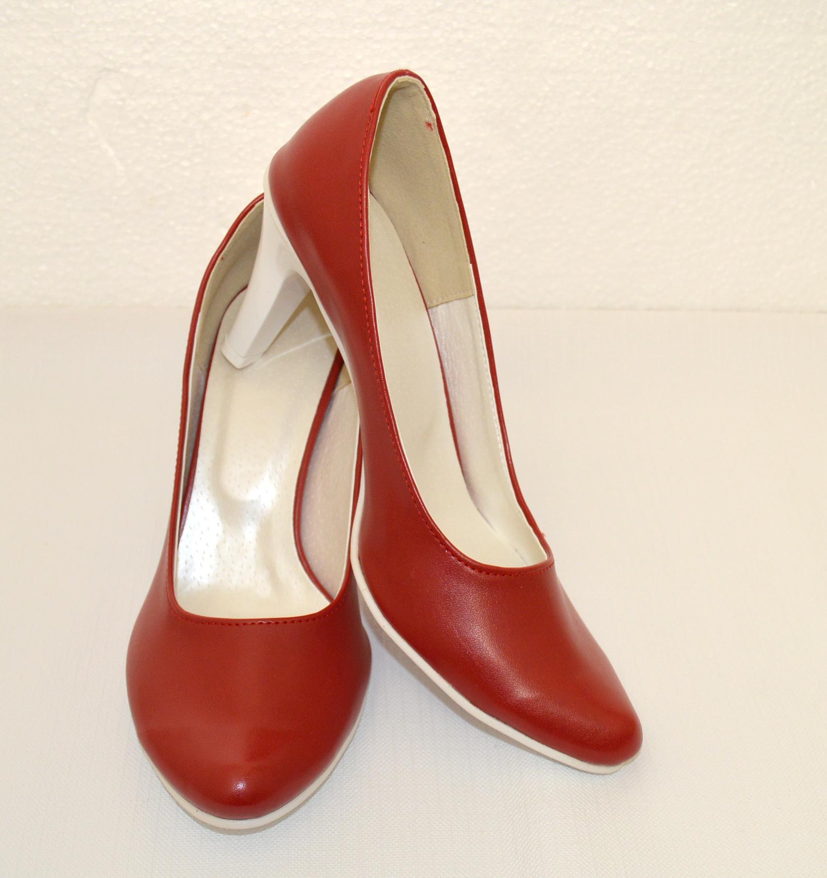 Spoločenská či svadobná obuv aj na každodenné nosenie - prečo nie - doprajte si pohodlné topánky aj každý deň, veď Vaše nohy si to zaslúžia 🙂 http://popelkateam.eu/jak-zacit/4594574200 Navrhnite si ich podľa svojho vkusu - Obrázok č. 2