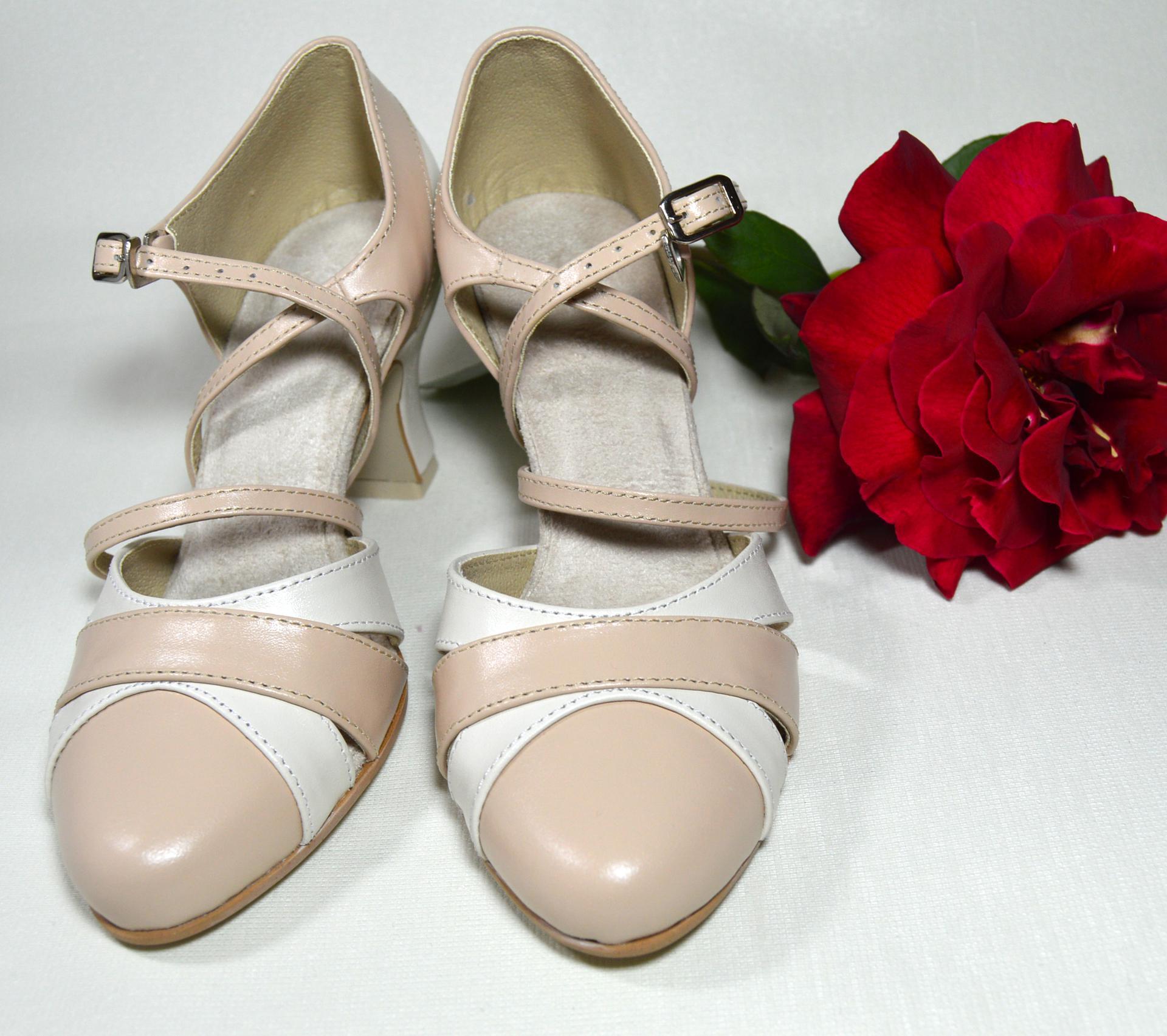 Spoločenská či svadobná obuv aj na každodenné nosenie - prečo nie - doprajte si pohodlné topánky aj každý deň, veď Vaše nohy si to zaslúžia 🙂 http://popelkateam.eu/jak-zacit/4594574200 Navrhnite si ich podľa svojho vkusu - Obrázok č. 1
