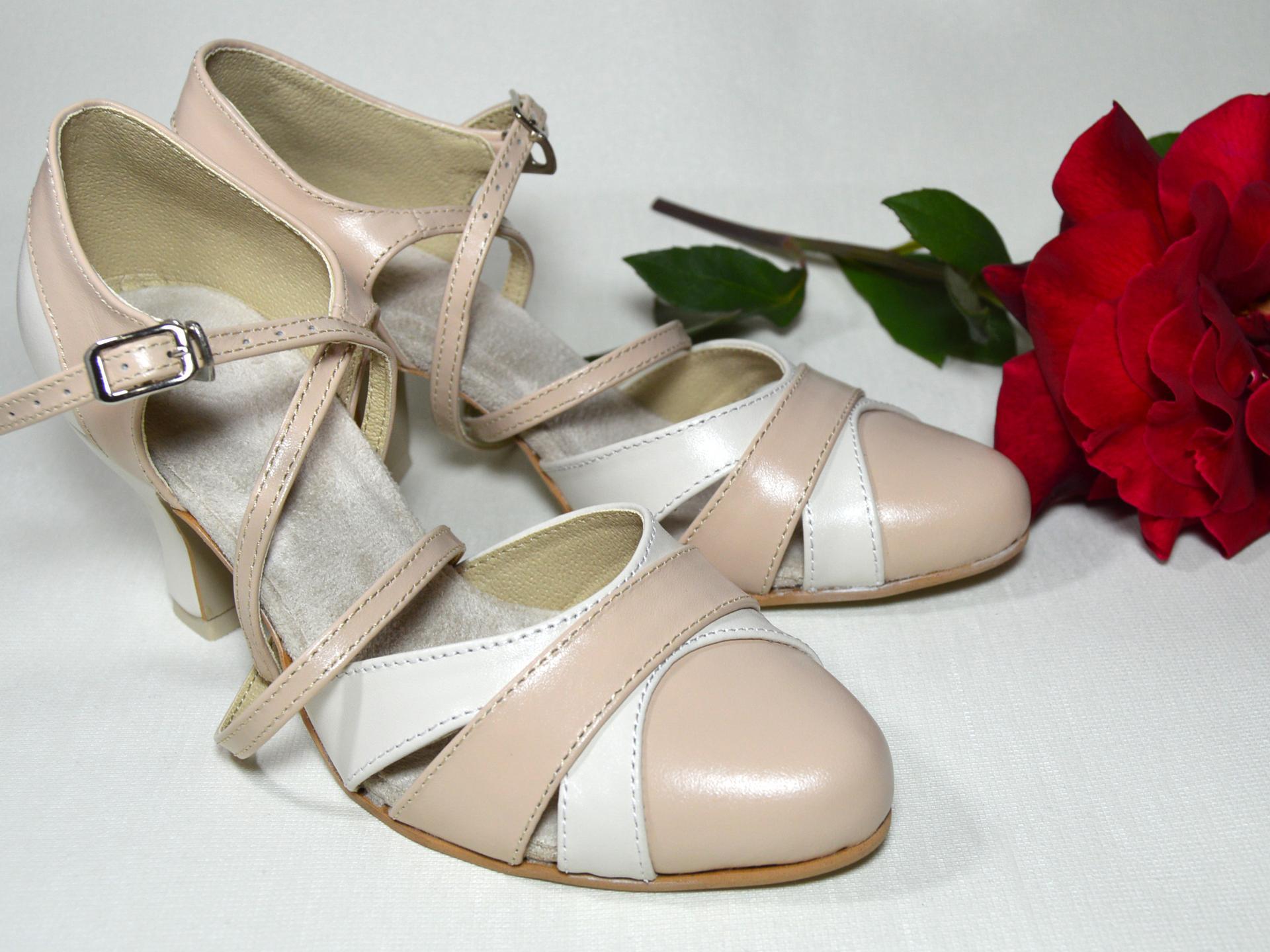 Spoločenská či svadobná obuv aj na každodenné nosenie - prečo nie - doprajte si pohodlné topánky aj každý deň, veď Vaše nohy si to zaslúžia 🙂 http://popelkateam.eu/jak-zacit/4594574200 Navrhnite si ich podľa svojho vkusu - Obrázok č. 3