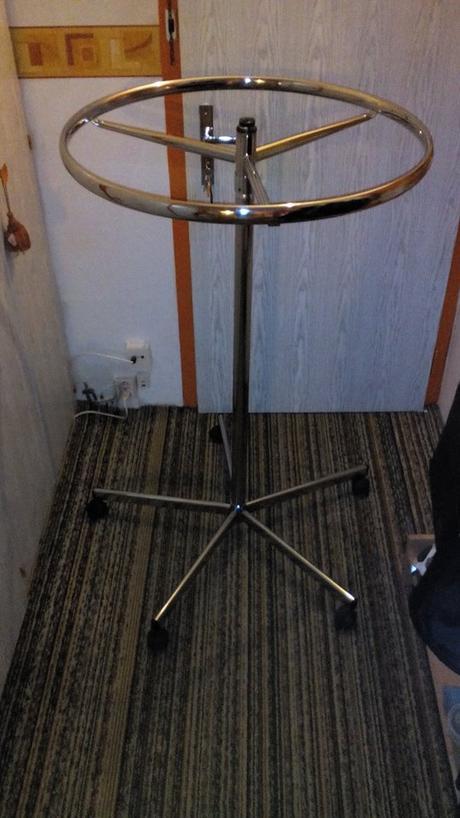 okrúhly stojan/vešiak na šaty - Obrázok č. 1