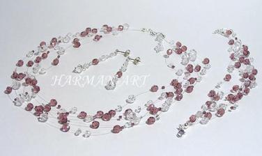 šperky mi vyráběla kamarádka, vypadají dost podobně, ale v jsou ve světlounce růžové
