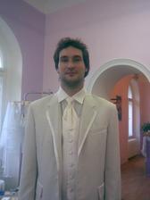 miláček na zkoušce obleku