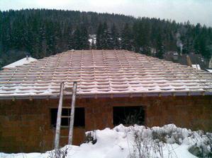 Prekvapil nás sneh, ale už sme skoro pod strechou:-)