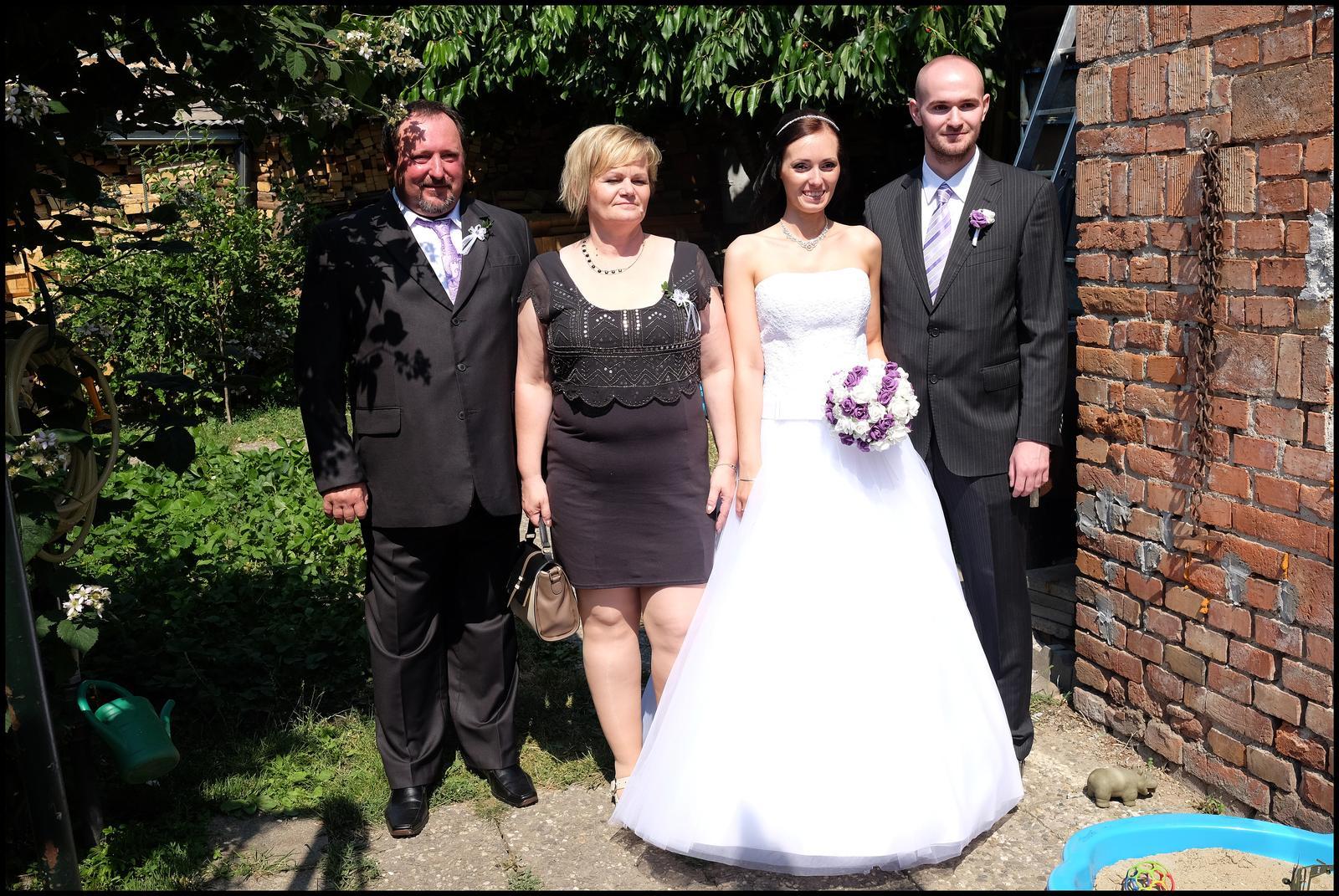 Barbora{{_AND_}}Roman - s rodiči a svědkem - bratrem