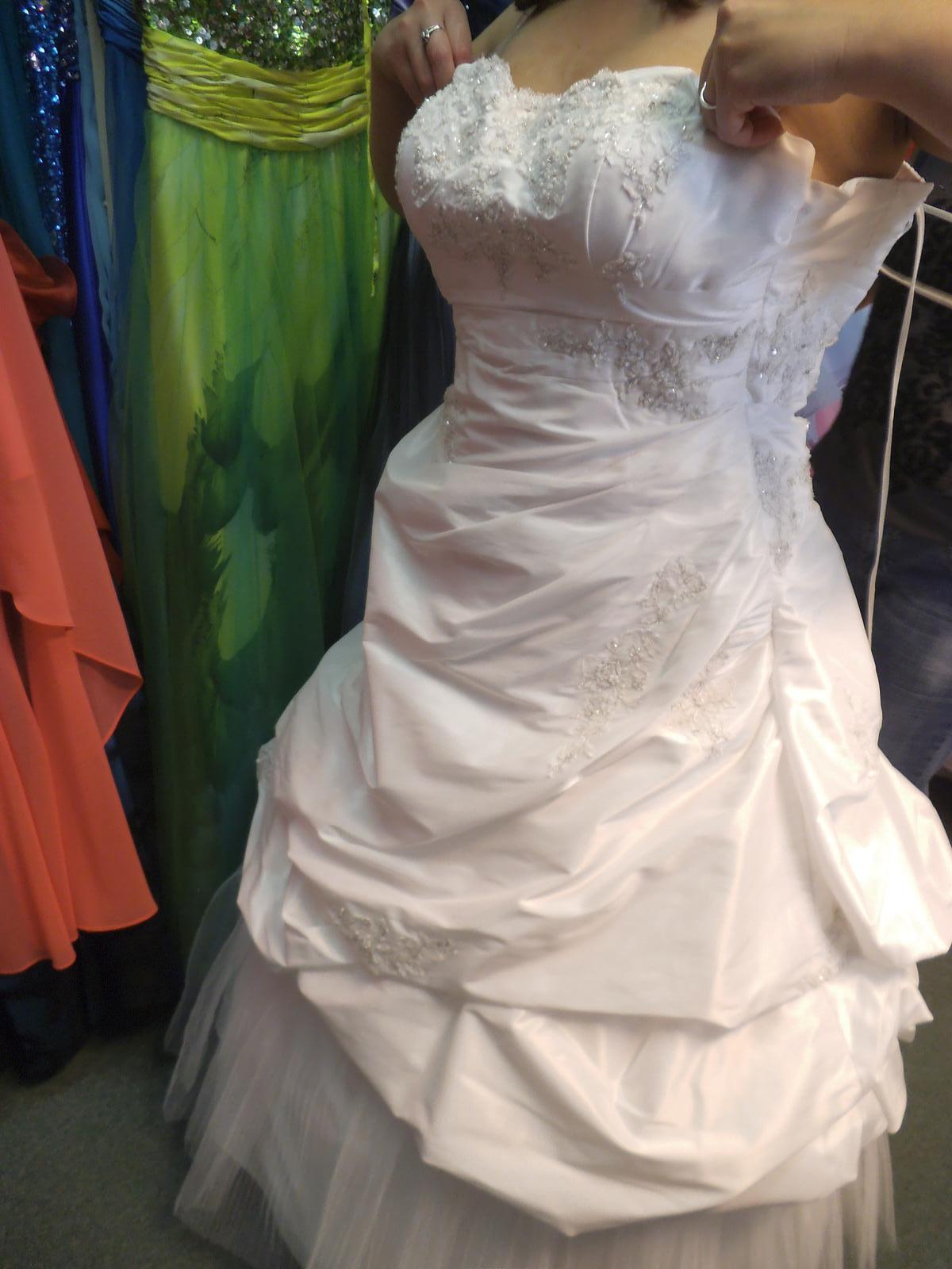 Zkoušení šatů - Obrázek č. 9