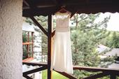Svadobné šaty s čipkou a bolerkom, 38