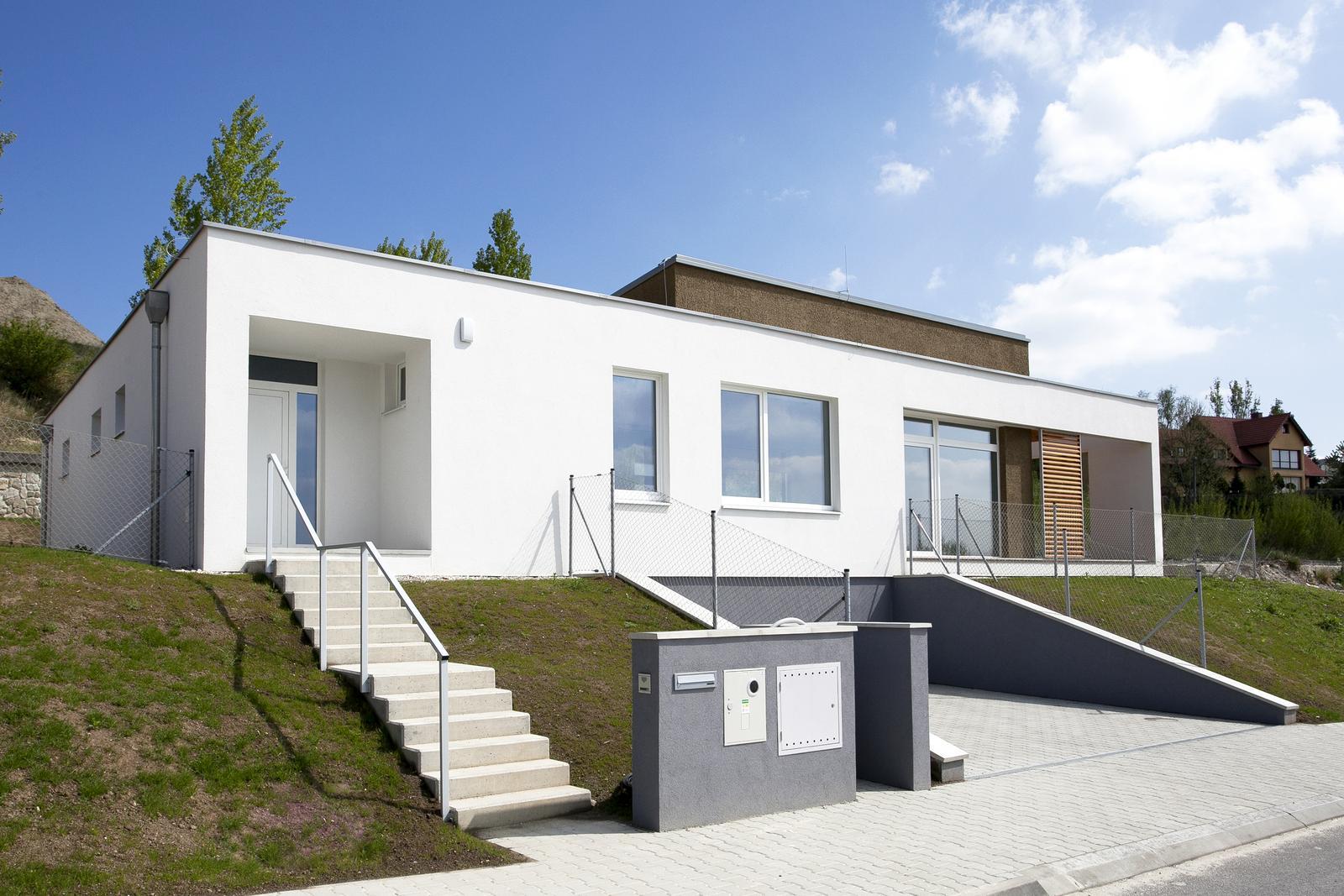 Valčekovanie na fasáde - Rodinný dom, Zelené terasy, Devín