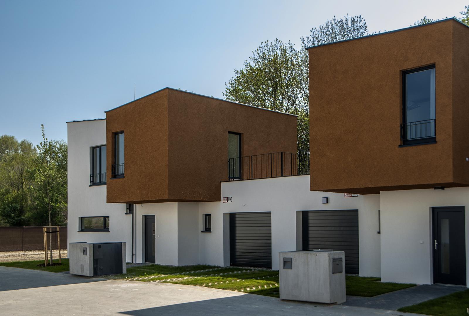 Valčekovanie na fasáde - Radové domy, Slnečnice, Bratislava