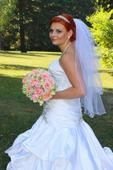 Svadobné šaty s doplnkami, 35