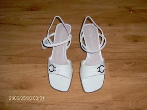 Tyto botičky jsem si nakonec koupila.Byly nejpohodlnější a výběr nebyl moc velký.