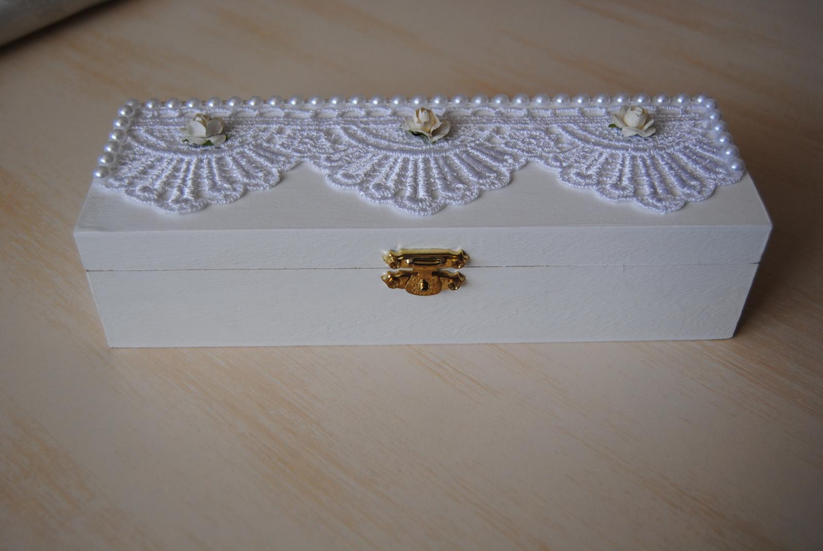 Biela drevená krabička na svadobné spomienky - Obrázok č. 1
