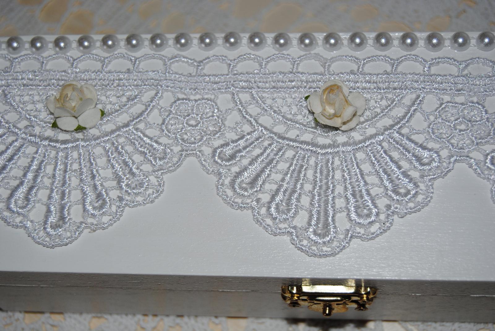 Biela drevená krabička na svadobné spomienky - Obrázok č. 2