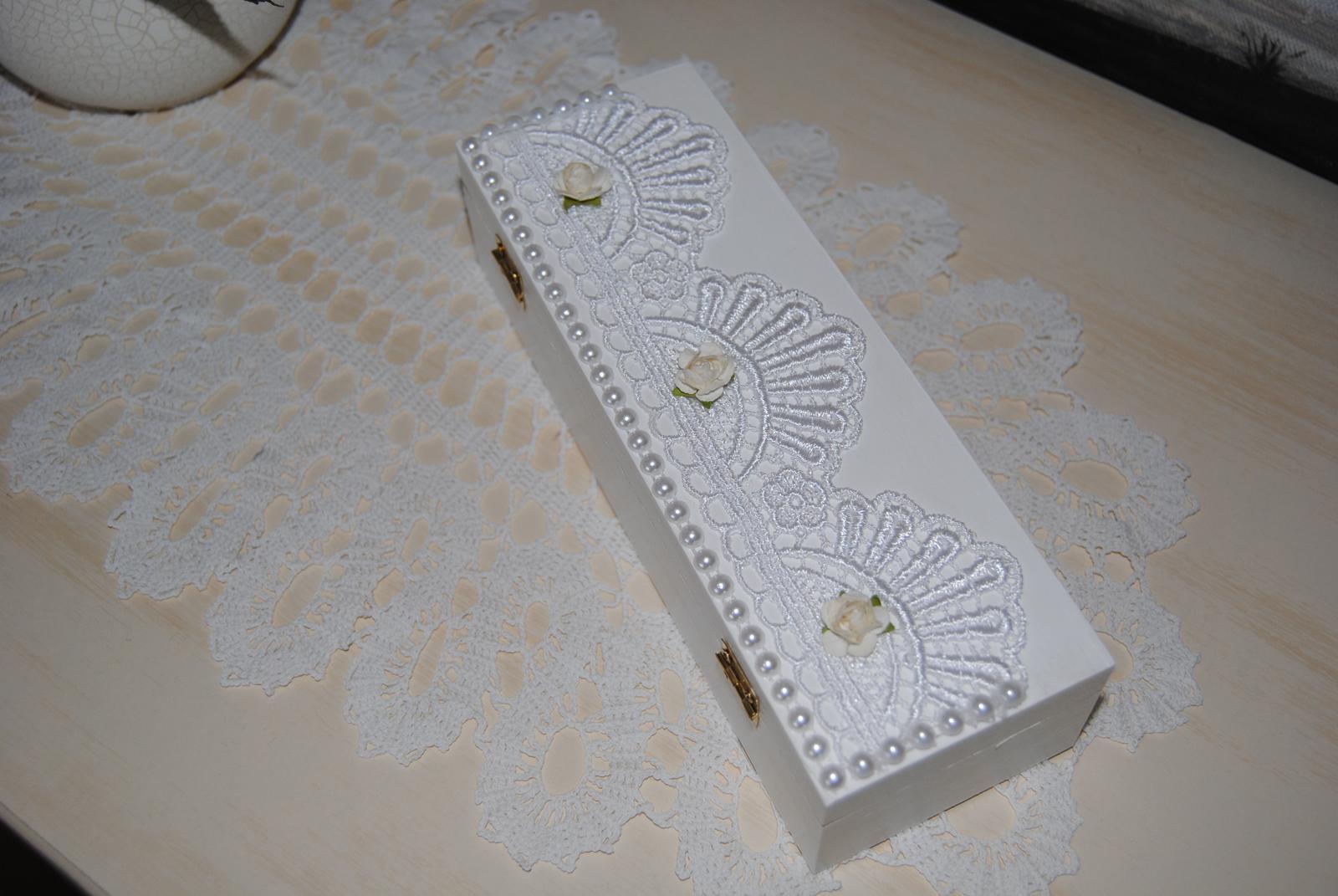 Biela drevená krabička na svadobné spomienky - Obrázok č. 3