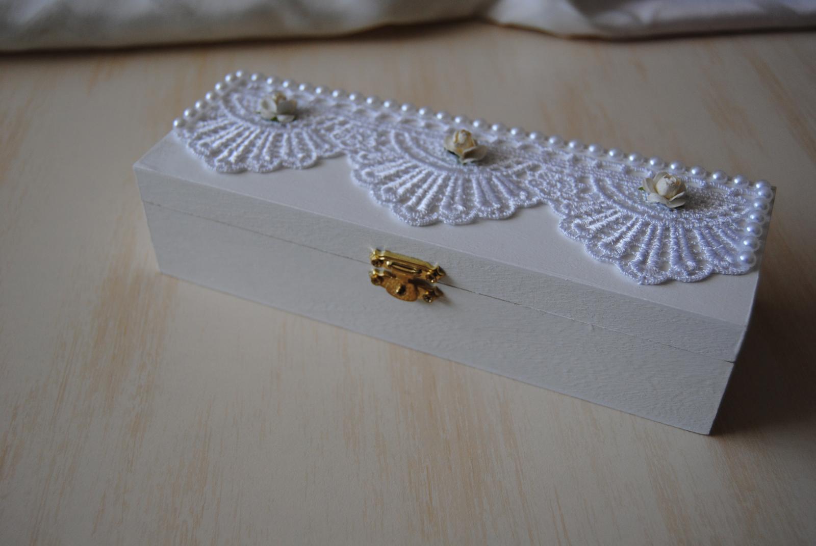 Biela drevená krabička na svadobné spomienky - Obrázok č. 4