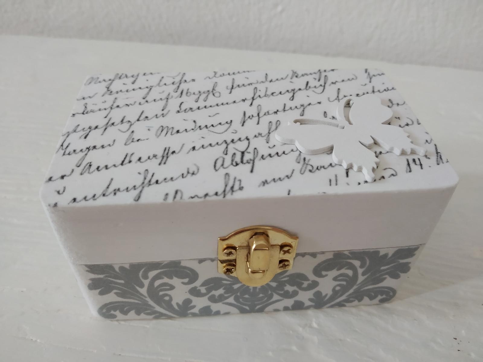 """Drevená krabičk """"Motýlí sen"""" na prstienky, obrúčky - Obrázok č. 1"""