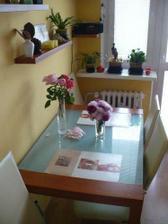 stol robeny tiez na mieru - pohlad z haly
