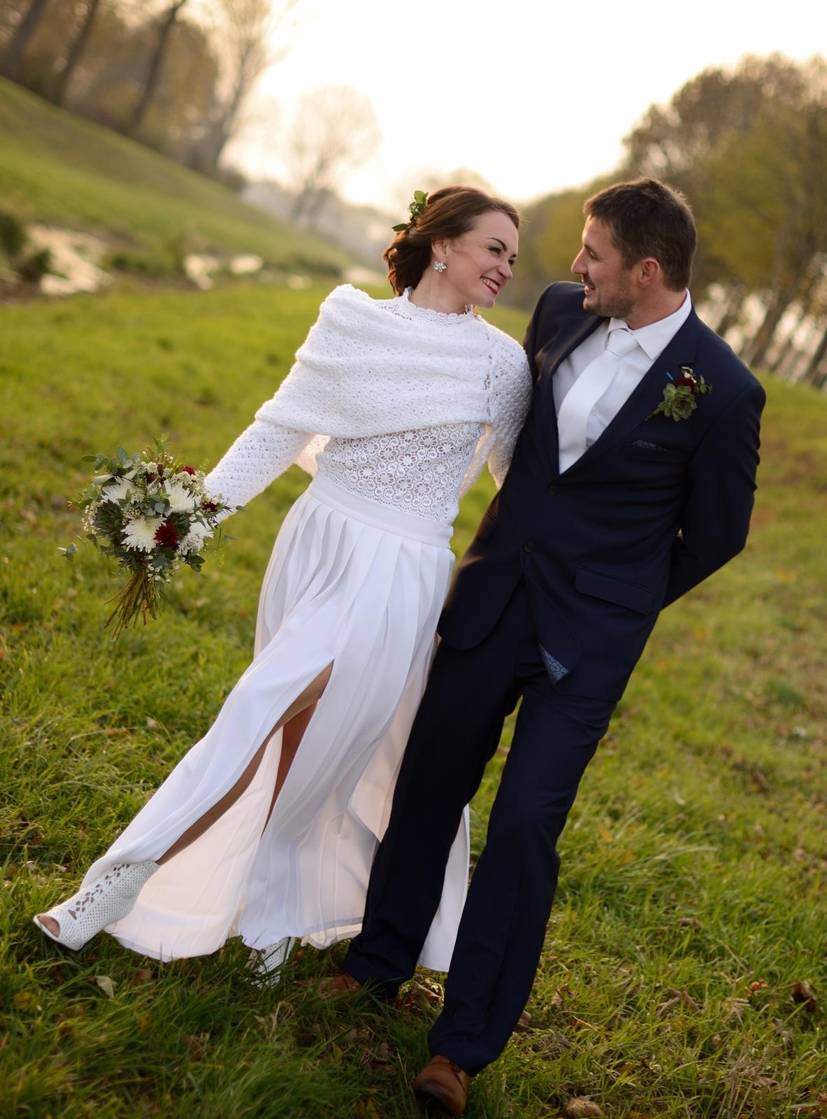 Elegantní svatební šaty - Obrázek č. 1