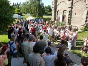 zahradní slavnost ve Voršilském klášteře