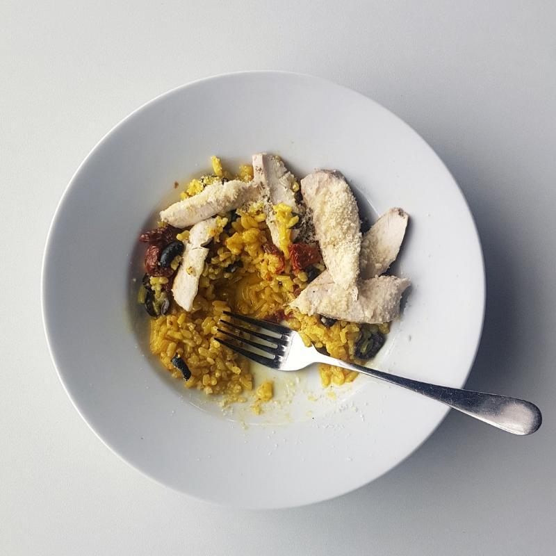 pepefood - Rizoto s kuřecím sous-vide, sušenými rajčaty a olivami