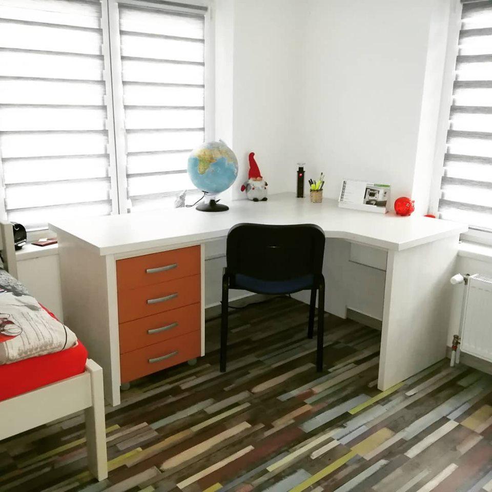 Detské/ študentské izby - Študentská izba Srdce domova / písací stôl na mieru