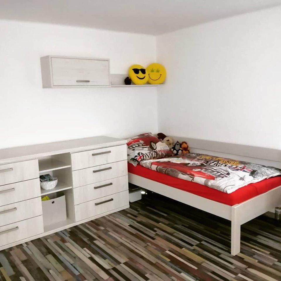 Detské/ študentské izby - Srdce domova - masívna posteľ/ komoda na mieru