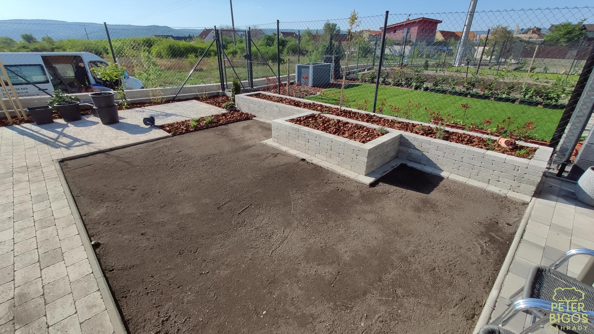 Malá záhradka v radovej zástavbe - Obrázok č. 4