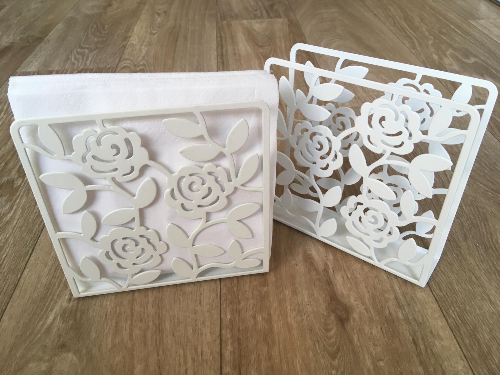 Dva bílé stojany na ubrousky - Obrázek č. 1