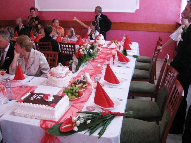 Naše predstavy a skutočnosť.... - ...takto vyzerala naša výzdoba stolov...