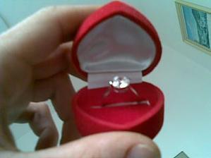 ...môj snubný prsteň...