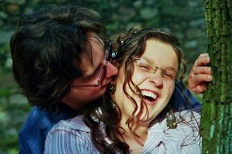 """Prý - """"Kousněte jí do ucha, ať se směje!"""" Tak mě kousnul... :o)"""