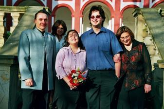 Tak třeba zleva. Svědek Honzy, moje sestra, já, Honza, a moje svědkyně a máma v jedné osobě :o)
