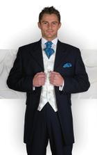 oblek meho drahouska, ale kravatka je v barbve lila.