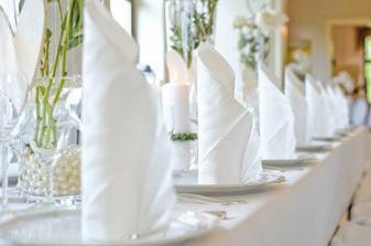 ubrousky na svatební stůl