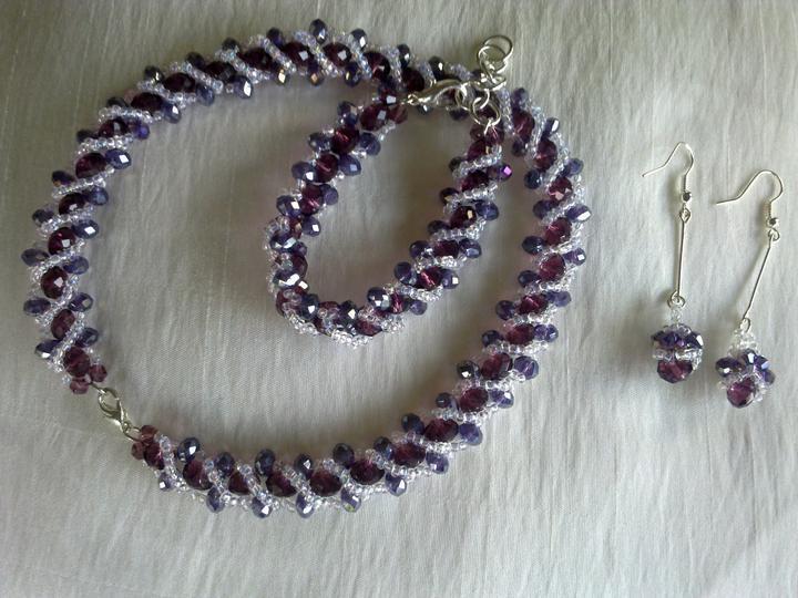 Vsetko potrebne, co sme mali - Zalubila som sa do fialovej farby, tak som si vyrobila novu sadu. :)