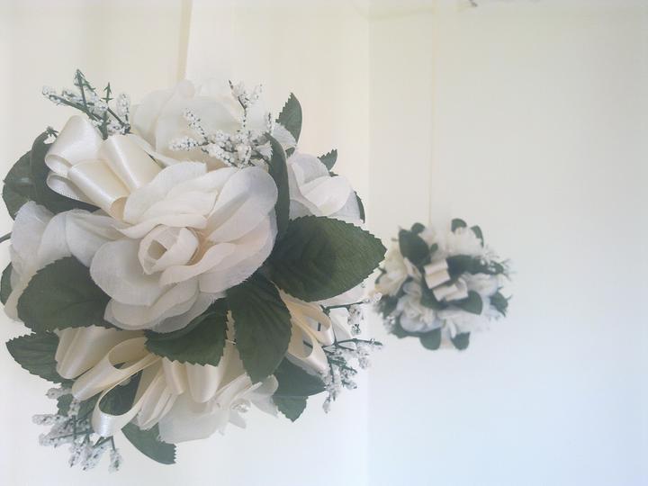 Vsetko potrebne, co sme mali - Ani po svadbe mi to neda a vyrabam dalsie dekoracie. Jedna zo styroch kvetinovych gul. Su teraz na predaj.