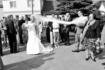 Tak tu je moj svadobny zavoj v celej dlzke vyditelny!! :)